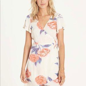 Billabong size small wrap dress